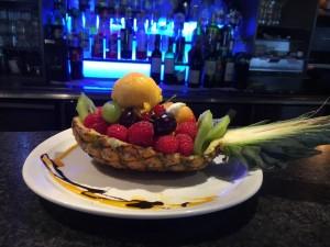 Ananas farci aux fruits frais